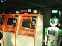 无轨视觉导航机器人在山西晋城汽车站提供自助服务