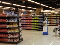 惊鸿美女送餐机器人在湖北西湖区全球保税直销中心服务顾客
