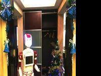 迎宾机器人走进YOPARK优帕克社区服务公寓