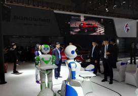 上海广汽传祺记者发布会惊鸿机器人小艾来站台